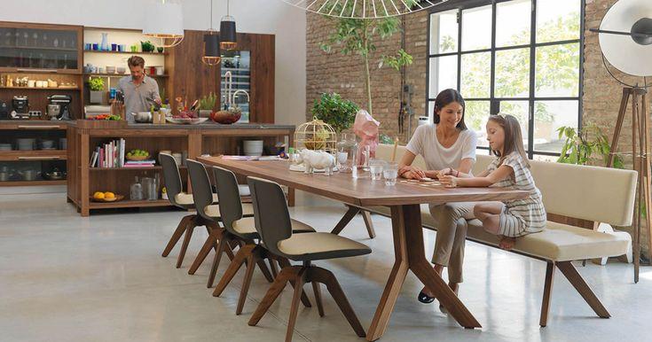 TEAM 7 zeichnet sich durch seine einzigartigen Naturholzmöbel aus und bietet Möbel aus Holz für alle Wohnbereiche. Erfahren Sie mehr auf www.team7.at!