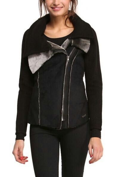 Desigual Rosi 47E2970, knitted sleeve and a double collar, soft and warm.