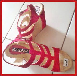 Kode Produk : MLY01  Bahan : beludru Colour : merah  Heels : 12 cm Size : 37-40  Kontak Amelia Butik : SMS : 0856-4063-4309 BBM : 275D50E5