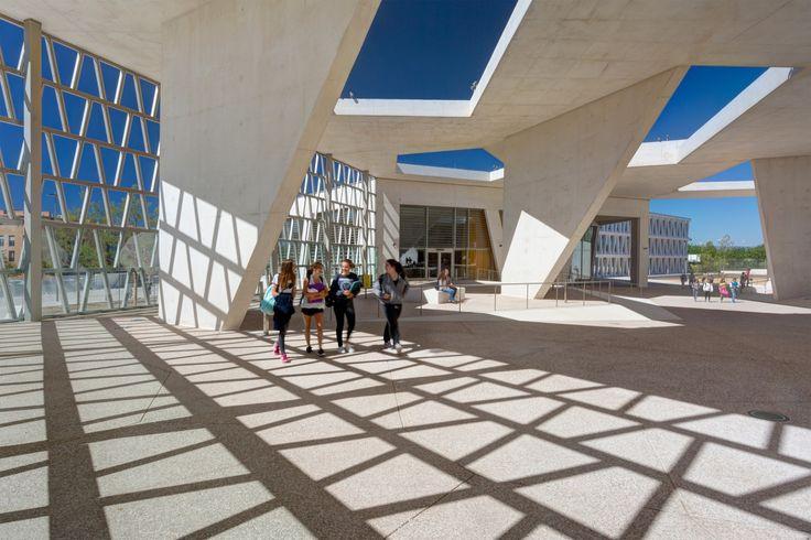 Galería de Escuela Alemana de Madrid / Grüntuch Ernst Architects - 1