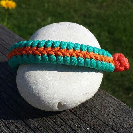 Fishtail with center stitch #paracord #bracelet
