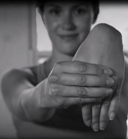 Csukló átmozgatása – Jóga gyakorlatok http://www.csaladapa.hu/egeszseg/sportolas/csuklo-atmozgatasa-joga-gyakorlatok-2/