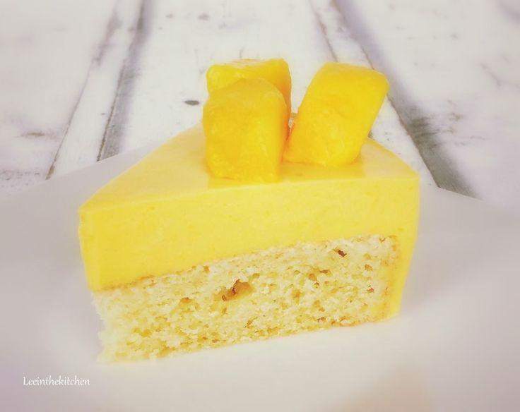Hallo Ihr Lieben, heute stelle ich Euch mein Lieblingsrezept für diesen Sommer vor. Eine leichte Mango Joghurt Torte. Man kann die Mango durch anderes Obst zum Beispiel Erdbeeren oder Himbeeren ers…