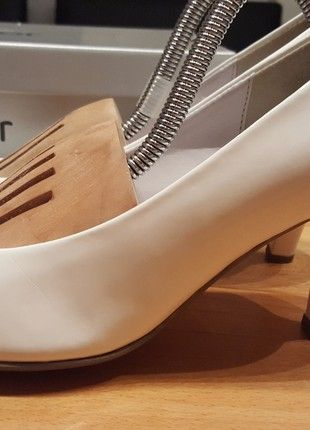 Kaufe meinen Artikel bei #Kleiderkreisel http://www.kleiderkreisel.de/damenschuhe/high-heels-and-pumps/158080081-brautschuhe-pumps-gabor-weiss-ivory-375-37-38-runde-schuhspitze