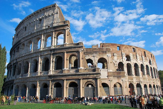 Coliseo romano, Roma, Italia...This is definitely a favorite place of mine; it's loaded with history and gives a great view of the city.