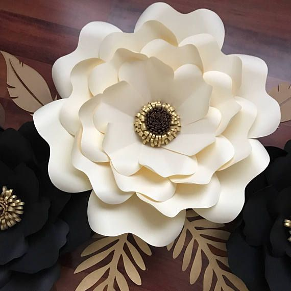 PDF version of the paper flower template with base, one of each size for your project. This template size is from 4 inches up to 12 inches.  Note to Buyer: This is a digital product and is not eligible for a refund after purchase. This the policy of Etsy and of The Crafty Sagittarius. Please message me if you have any questions or concerns before you place the order. This is a digital product and is not eligible for a refund after purchase.  Special Notice to PayPal Users: It has come to our ...