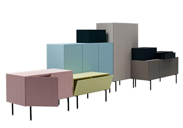 Toshi, che in giapponese significa città, è un sistema di mobili contenitori disegnato da Luca Nichetto per Casamania che richiama le decorazioni a mosaico presenti in alcuni edifici di Tokyo. La forma pulita ed essenziale risalta e valorizza il disegno geometrico inciso sulle ante dei mobili. A ogni tipologia di madia -distinte per le dimensioni- è associato un pattern specifico che rende unico il modulo. Inoltre, il sistema Toshi si completa di tre contenitori accessori più piccoli -ad…