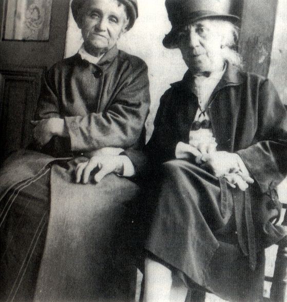 Camille Claudel and Jessie Lipscomb in Montdevergues, 1929.