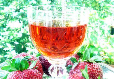 Receita de Licor de Morango - http://www.receitasja.com/receita-de-licor-de-morango/
