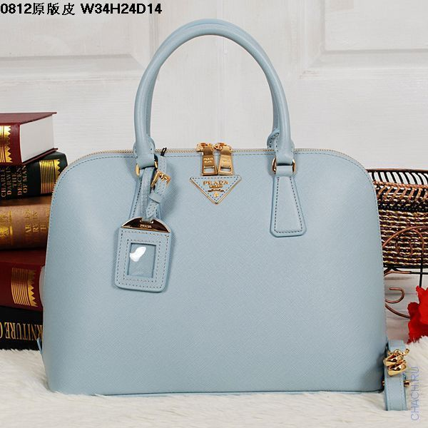 Сумка Prada SAFFIANO LUX LEATHER TOTE светло-голубого цвета из импортной итальянской кожи лучшего качества, с золотистой фурнитурой