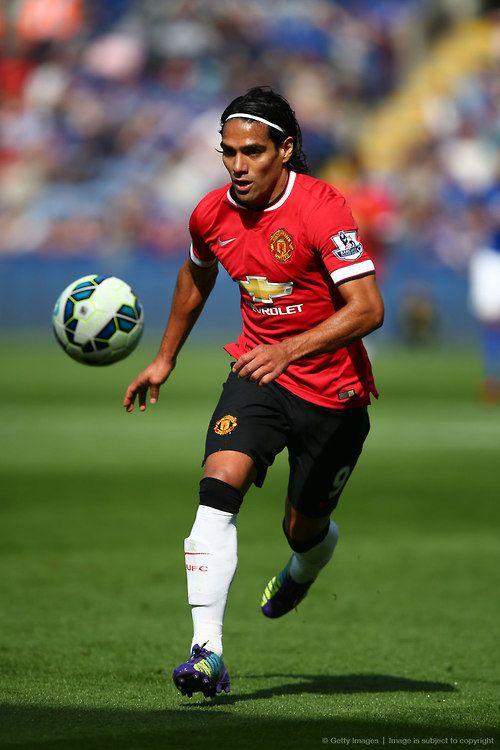 El Tigre, Radamel Falcao con tremendo centre para el gol de Robin van Persie, ayer [domingo, 21 de septiembre de 2014] en la caída 5–3 del glorioso MUFC frente al Leicester City.