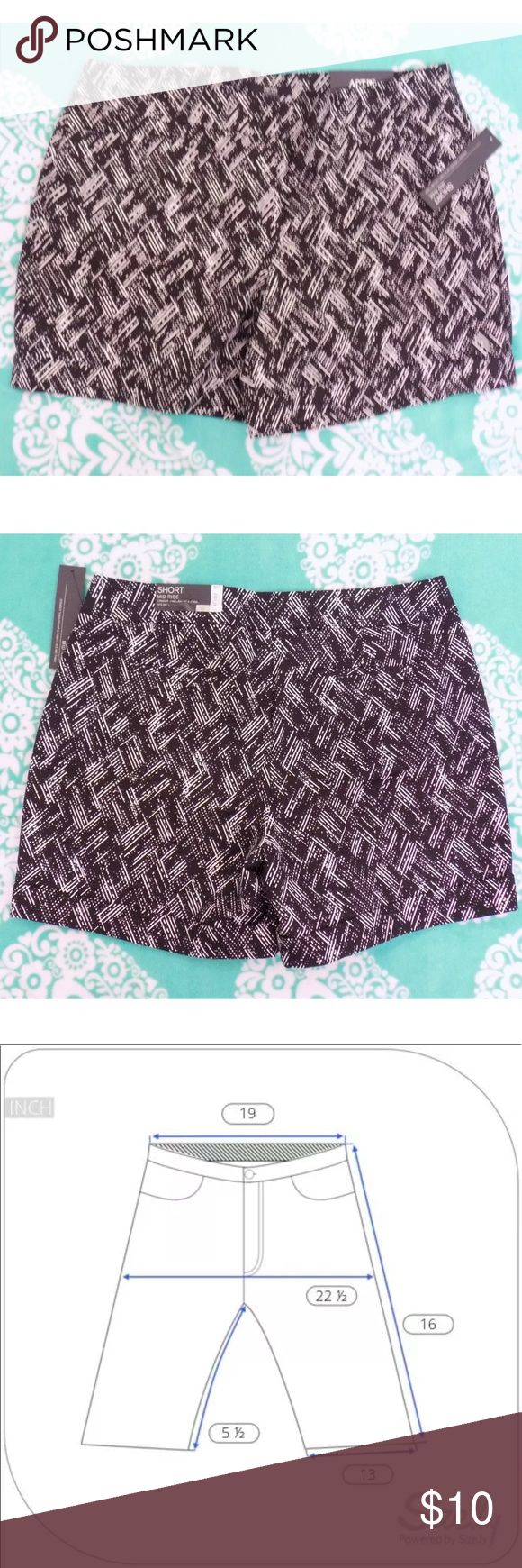 APT. 9 Women's Dressy Black & White Shorts Stretch APT. 9 Women's Dressy Black & White Shorts Stretch Sz 16 NEW w/ Tags 2 pockets in the front and 2 pockets in the back Stitched cuff Apt. 9 Shorts