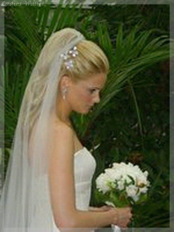 Brautfrisuren mit schleier und blumen  59 besten Frisuren Bilder auf Pinterest | Haarknoten, Frisur ...