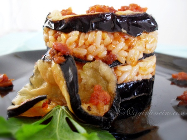 """Timballini Rice and Aubergine Very Good!  Recipes for Spring today I present these timballini very tasty rice and eggplant """"Very Good""""!  For a quick recipe savory cuisine, with one of the ingredients that I love more, and eggplant."""