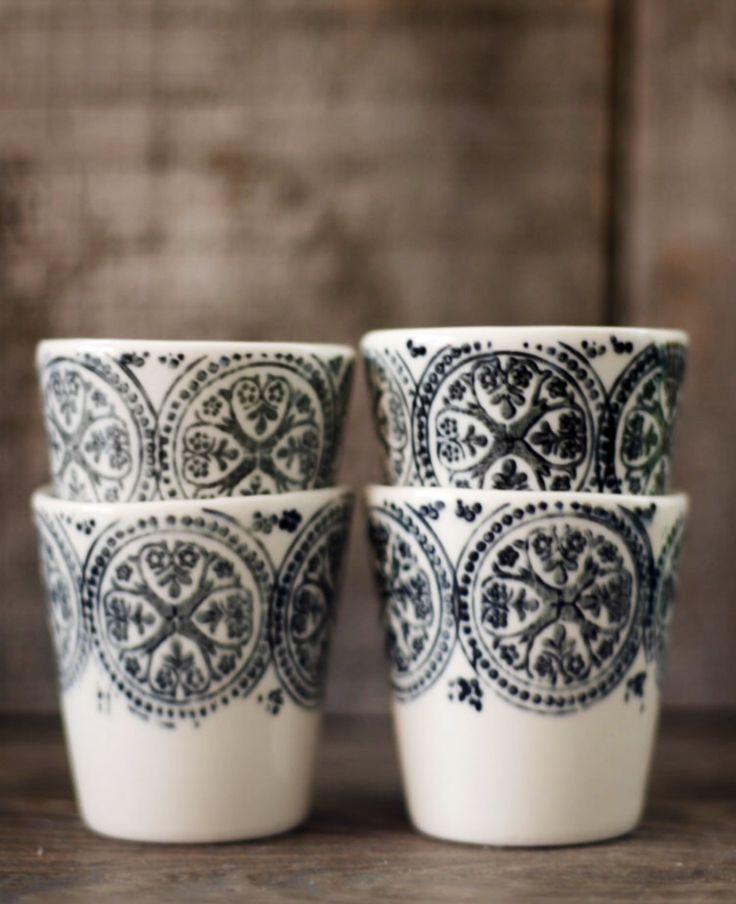 espresso cups for 4 tasses espresso pour quatre noir et blanc black and white