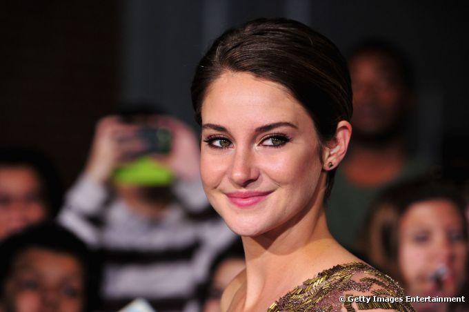 """Shailene Woodley radiante y juvenil con su maquillaje en el estreno de """"Divergente"""""""