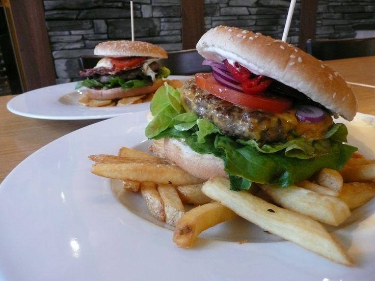Restaurace U Kaštanů Jarov. Hovězí burger. http://www.ukastanu.cz/jarov.html