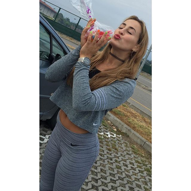 #CarlottaFerlito Carlotta Ferlito: Ferly loves candies ❤️