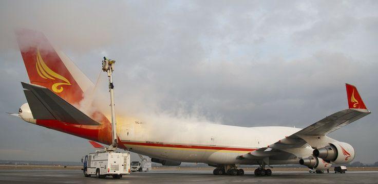 Boeing 747 deicing