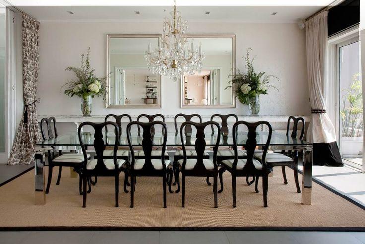 Mesa de comedor muy diafano en acero y cristal con sillas for Cortinas en comedor