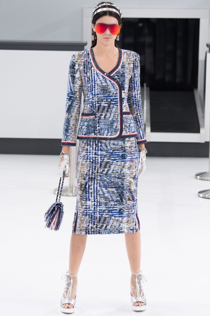 Chanel Spring 2016 Ready-to-Wear Fashion Show - Kendall Jenner (Elite)