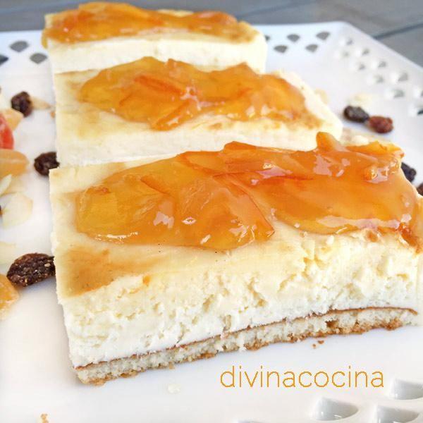 Esta receta de tarta de queso y naranja es sencilla, consistente y sabrosa, y se puede servir con mermelada de naranja dulce o amarga.