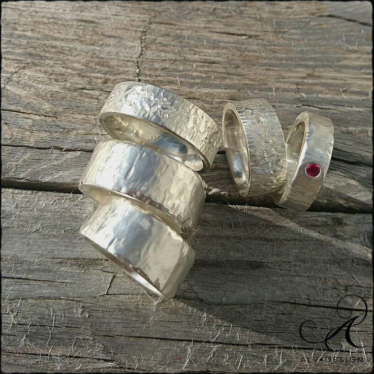 Alv Design handarbetar och designar rustika silverringar med och utan ädelstenar för alla tillfällen!  Se mer i webbutiken www.alvdesign.se