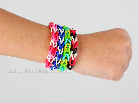 These are now the latest craze with the kids. Latex free rubber band bracelets and necklaces. Learn how to make it! DIY