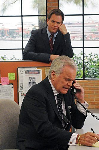 Still of Robert Wagner and Michael Weatherly in NCIS I still cant believe they're not real father and son! They look so related!