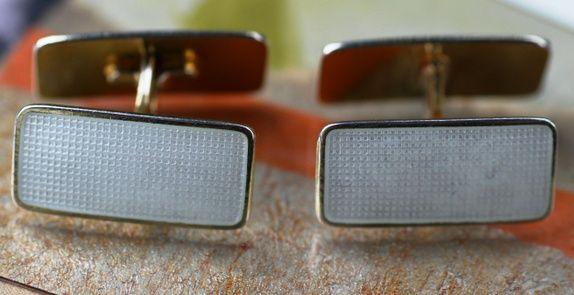 Aksel Holmsen.  Mansjettknapper i sterling sølv og emalje. Vintage
