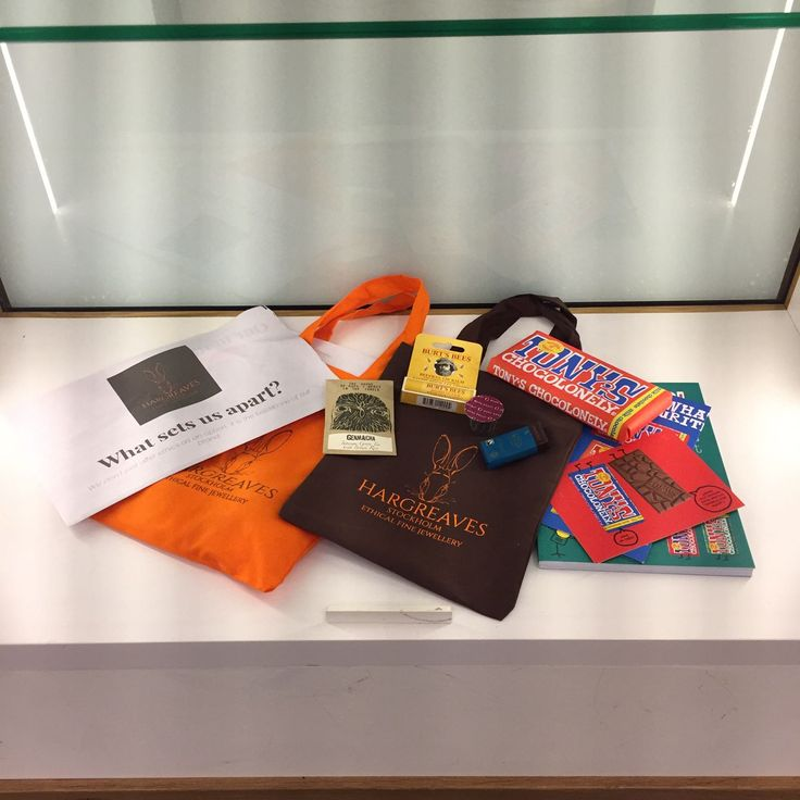 Ethical gift bags ready at Stockholm Fashion Week aw17. #tonyschocolonely #burtsbees #teaateliertimes so many amazing goodies!