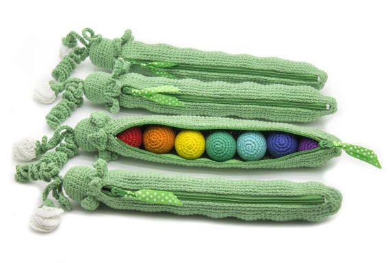 1 Pcs  Rainbow crocheted peas Developing toy baby RETTLE