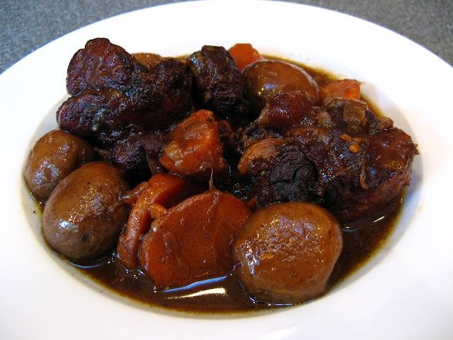 images of chinese oxtail beef stew | Slow Cooker Chinese Oxtail Stew (Man1 Ngau4 Mei5, 燜牛尾)