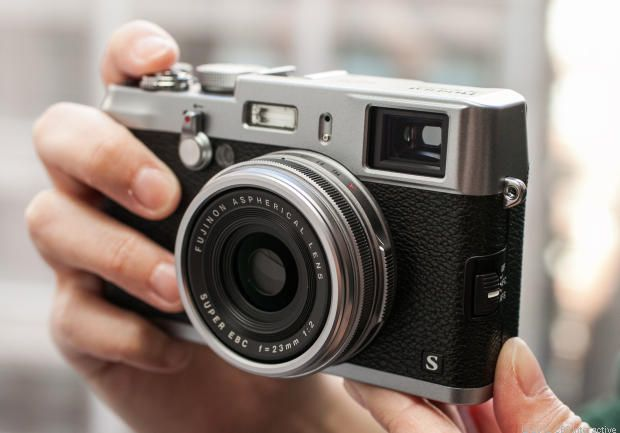 Check out the Fujifilm X100S Review- http://cnet.co/WzmrqP