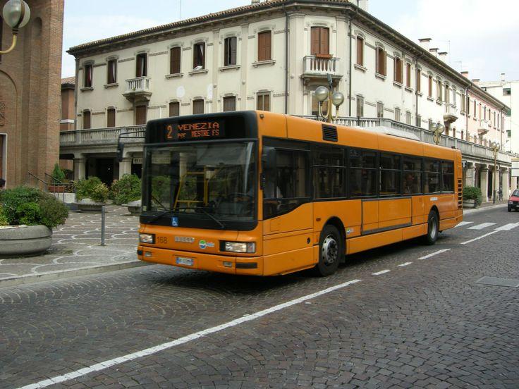 Prima mini-guida per studenti fuori sede a Venezia: ecco tutte le informazioni su card, abbonamenti e come utilizzare i mezzi pubblici in Laguna.