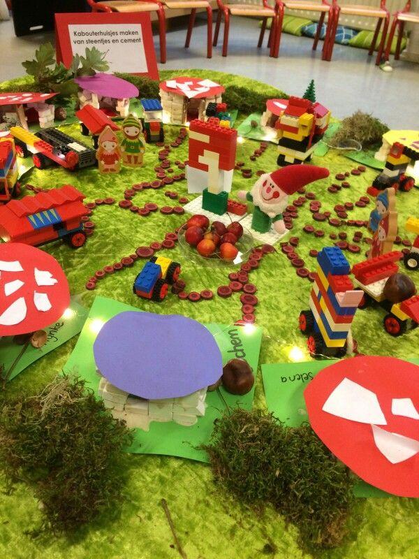 Kabouterdorp; huisjes van steentjes en cement, autootjes van lego en samen versieren.