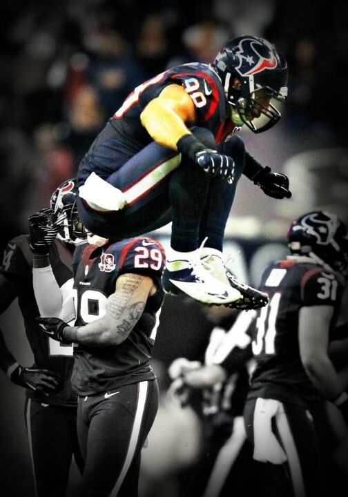 Connor Barwin takes a leap. I thought this was JJ, that's why it's here. It is impressive, though, so it stays. Miss you, Connor : (
