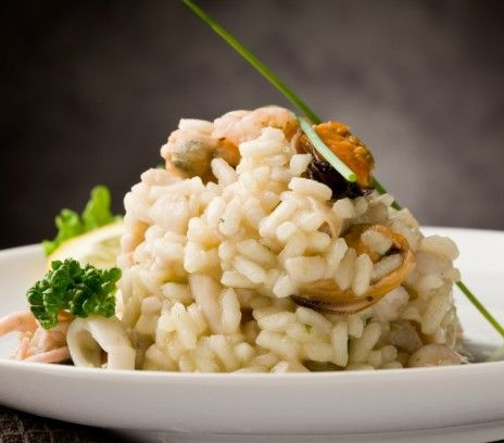Risotto z owocami morza - Przepisy.Klasyczny przysmak kuchni włoskiej dostępny w Polsce dzięki mrożonkom. Risotto z owocami morza to przepis, którego autorem jest: Magda Gessler
