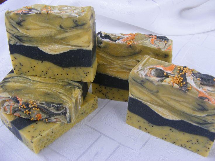 Mákos-feketeszenes szappan