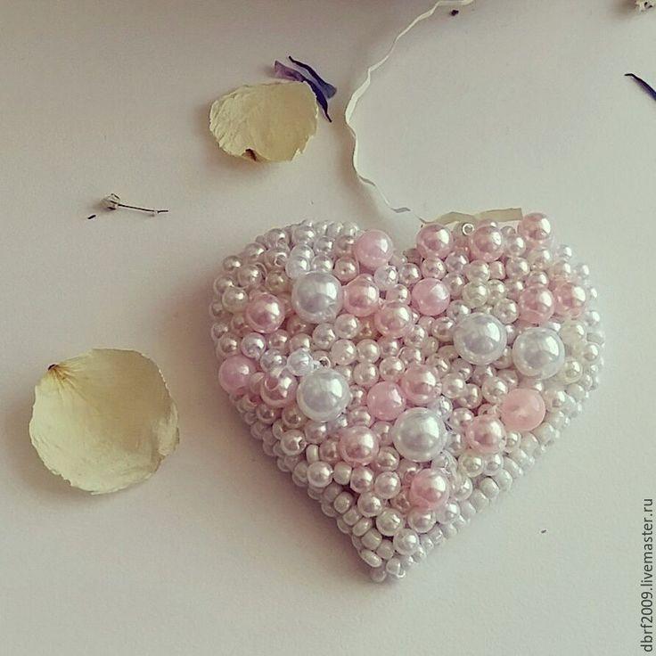Купить Брошь сердце из бисера и бусин - сердце, сердечко, брошь, брошь ручной работы