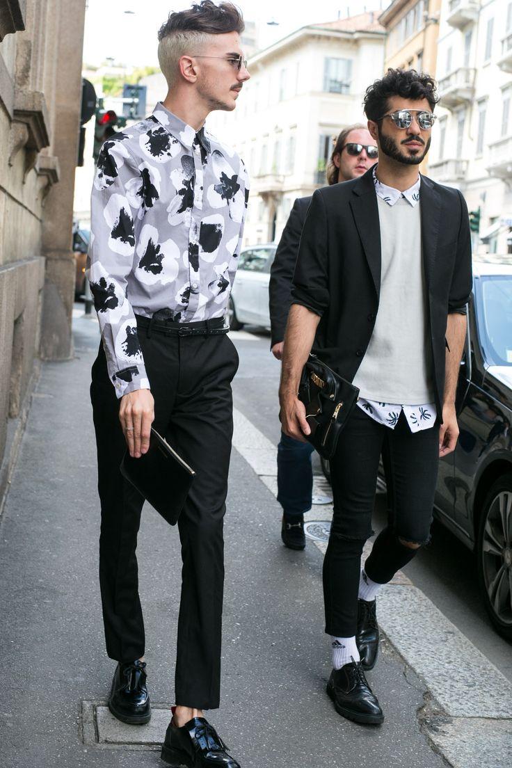 A nova tendência da moda masculina é usar a calça levemente mais curta, mostrando o tornozelo - ou as meias. Veja referências nesta pasta e no site 21-graus.com. Até com meias esportivas funciona.