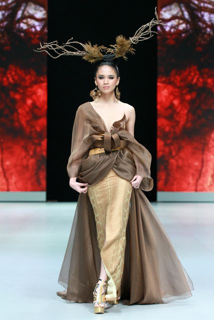 Denny Wirawan. Indonesia Fashion Week 2013.