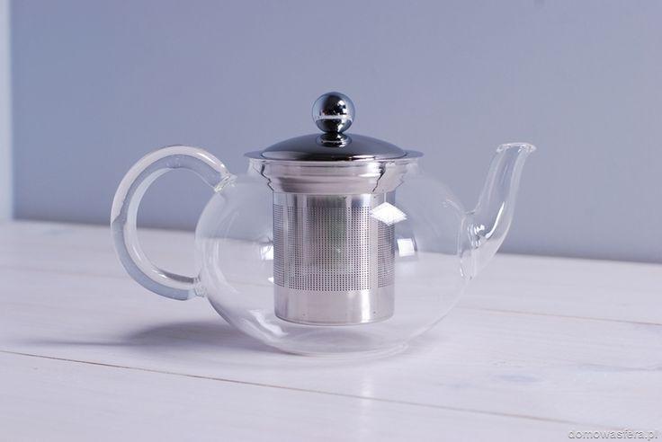 Stylowy szklany czajniczek na ulubioną herbatę. Dzięki wysokiemu lejkowi, naczynie można zalać praktycznie do pełna, a rozlanie napoju jest wręcz niemożliwe.