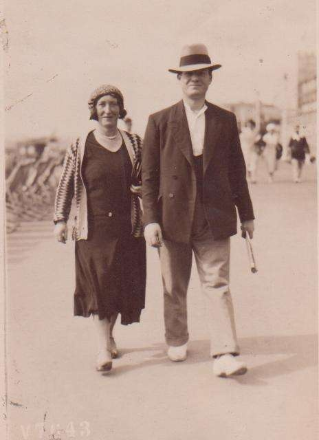 My gt aunt Agnes Waller stepping out with Harry Haynes. Location not know. 1930s I guess.