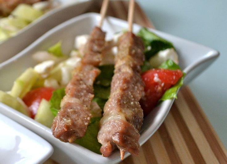 Souvlaki  spiedini di pollo con insalata greca