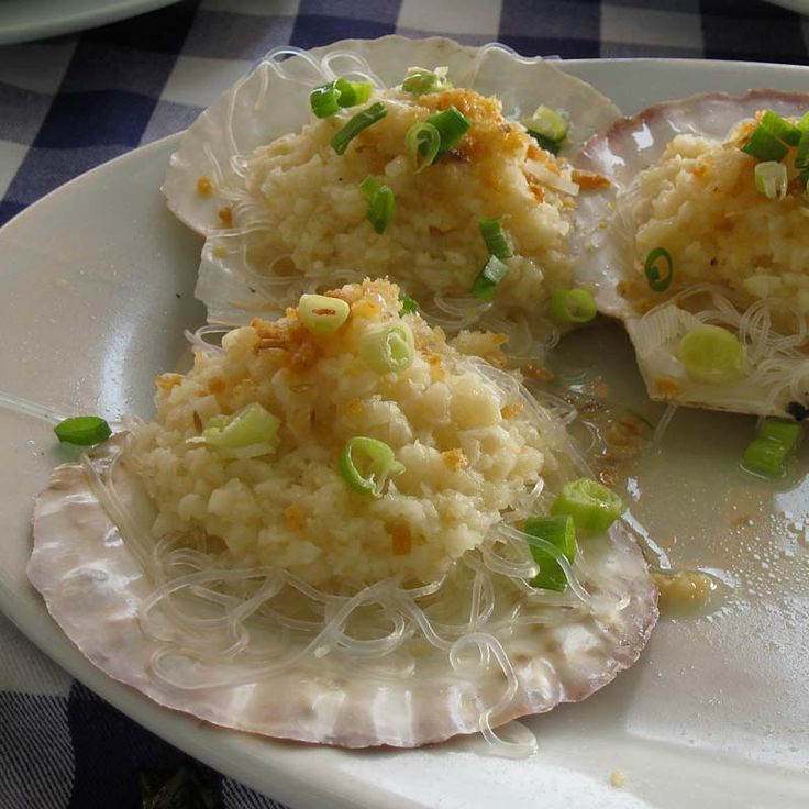 The best steamed scallops with (loads of) garlic. Hong Kong, China