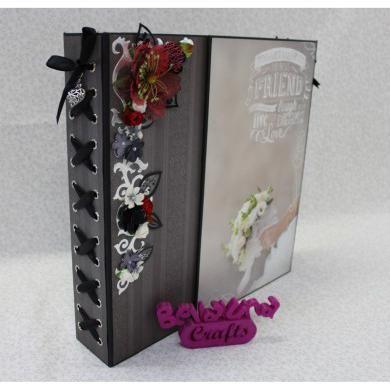 Bellaluna Crafts os presenta este nuevo taller online, un álbum de boda de 30x30 en el que os enseñaremos a crearlo desde cero, paso a paso. Lo hemos realizado con las colecciónes de To have and to hold de Paper House y Black and white de Mambi. Aprenderéis un montón con este taller. Para más información: http://www.bellalunacrafts.com/es/shop/taller-online-album-to-have-and-to-hold#prettyPhoto