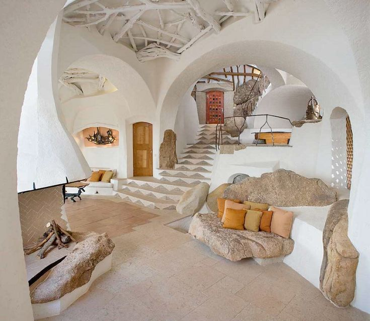 from Handmade Houses by Richard Olsen.  Suzi sez: seriously cool dwelling places