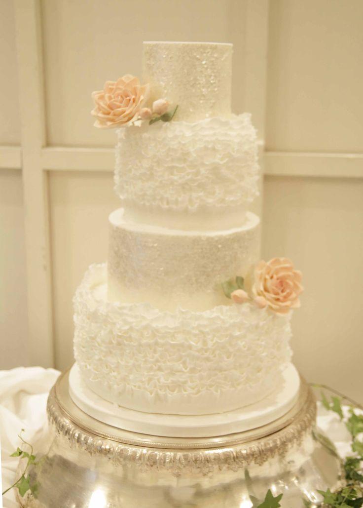 Based In Islington Luxury London Wedding Cake Designer Aail Bloom Creates Edible Works Of Art