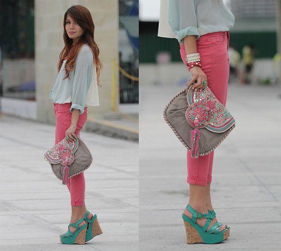 colored jeans: A Mini-Saia Jeans, Aqua Wedges, Summer Blushes, Cheyser Pedregosa, Color Combos, Pink Pants, Color Jeans, Spring Outfit, Pink Jeans